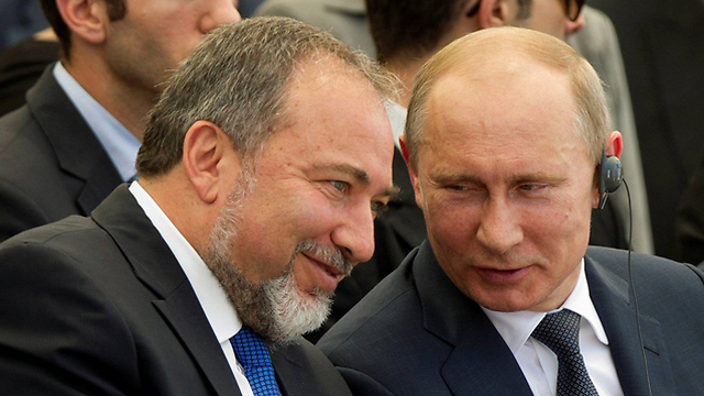 נשיא רוסיה פוטין ושר הביטחון ליברמן (צילום: רויטרס) (צילום: רויטרס)