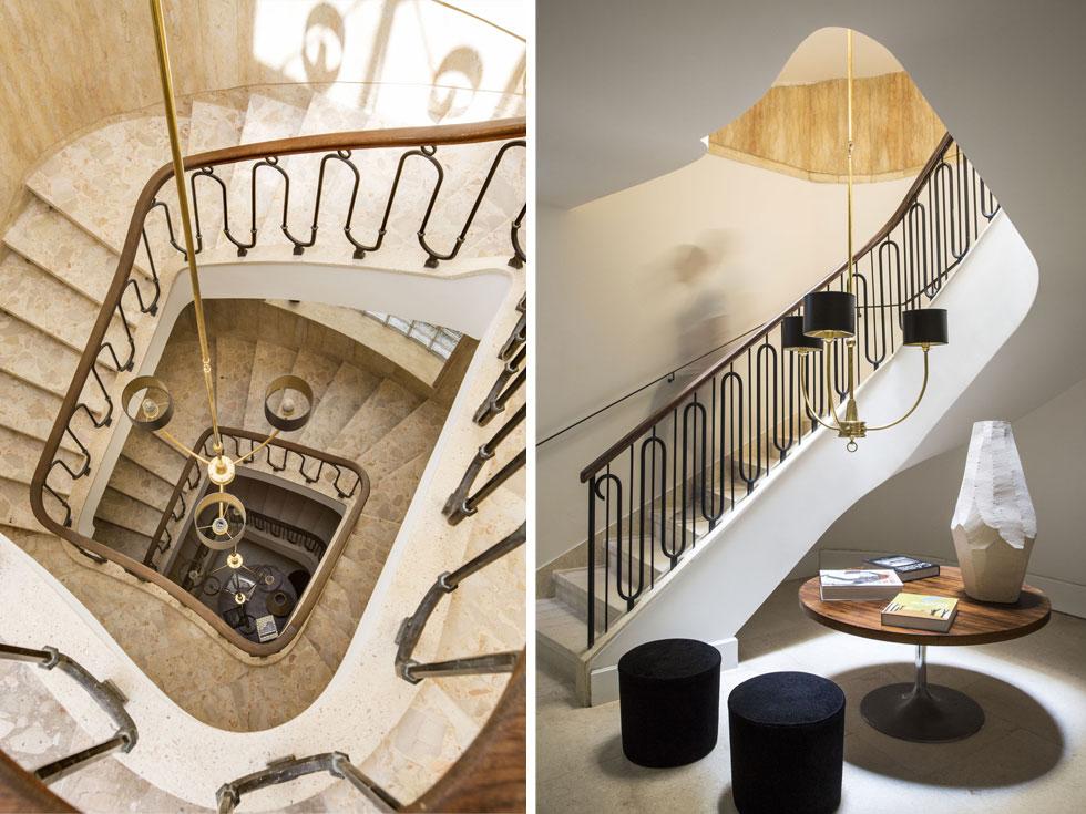 מימין: מבואת הכניסה המהודרת, שנשמרה כמעט במלואה: השיש, גרם המדרגות הספירלי ומעקה הברזל המעוקל עם מאחז העץ. רק הנברשת עוצבה מחדש בהשראת הנברשת המקורית, שנגנבה. על עיצוב הפנים הופקד סטפנו דורטה האיטלקי (צילום: באדיבות וייט וילה)