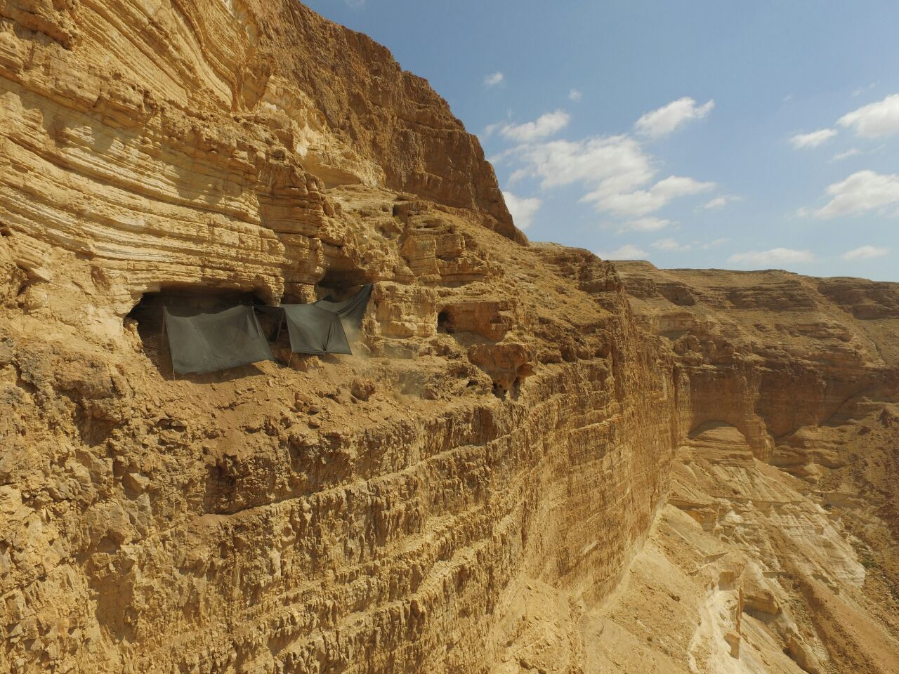 Qumran cave excavation (Photo: Guy Fitoussi)