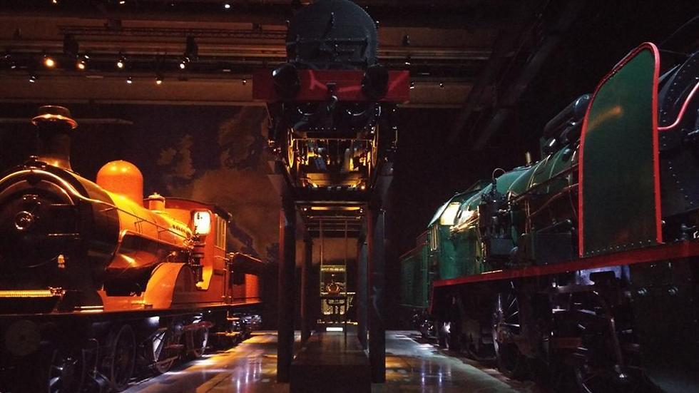 מבט מבפנים: מרכבות בנות מאות שנים ועד החדישות ביותר (צילום: זהבית שאשא) (צילום: זהבית שאשא)