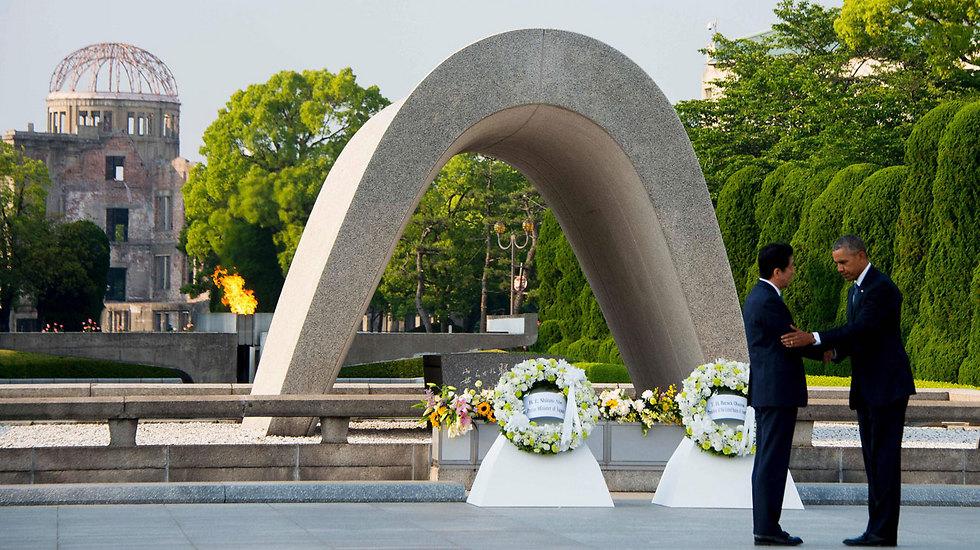 אובמה וראש ממשלת יפן שינזו אבה (צילום: AFP)
