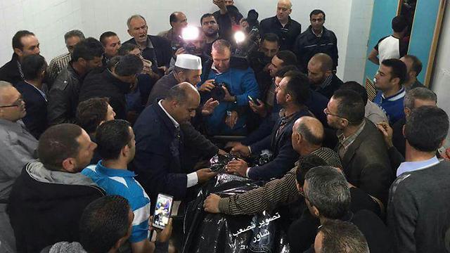 החזרת גופתו של המחבל עבד אל-פתאח א-שריף, שדקר חיילים בחברון ונורה על ידי אלאור אזריה ()