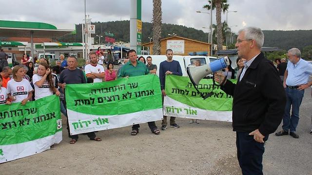 התושבים מוחים כבר שנים. הפגנה בחודש מאי האחרון (צילום: דוברות המועצה האזורית מגידו) (צילום: דוברות המועצה האזורית מגידו)