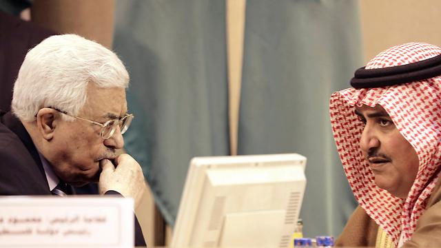 אבו מאזן עם שר החוץ של בחריין (צילום: AP) (צילום: AP)