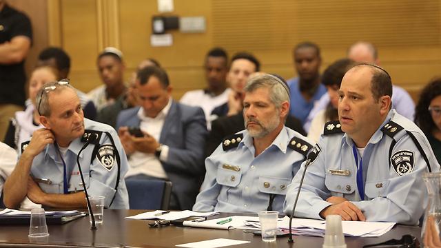 נציגי המשטרה בדיון בכנסת  (צילום: גיל יוחנן)