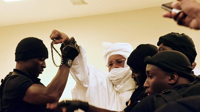 הורשע גם באונס. האברה בבית המשפט בדקר (צילום: AFP) (צילום: AFP)