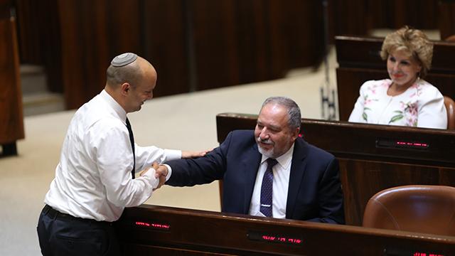 Bennett (L) and Lieberman (Photo: Alex Kolomoisky)