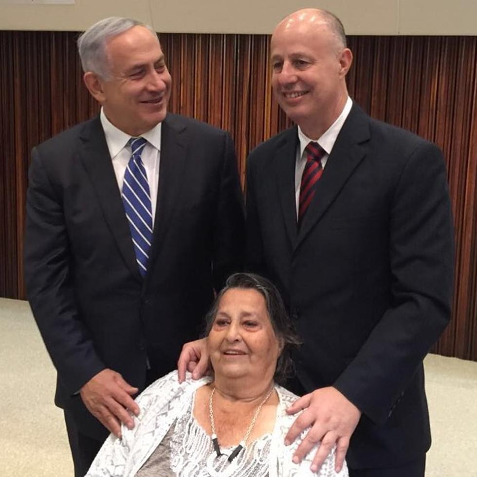 Геула Коэн с сыном и премьер-министром Нетаниягу. Фото: Моти Йогев