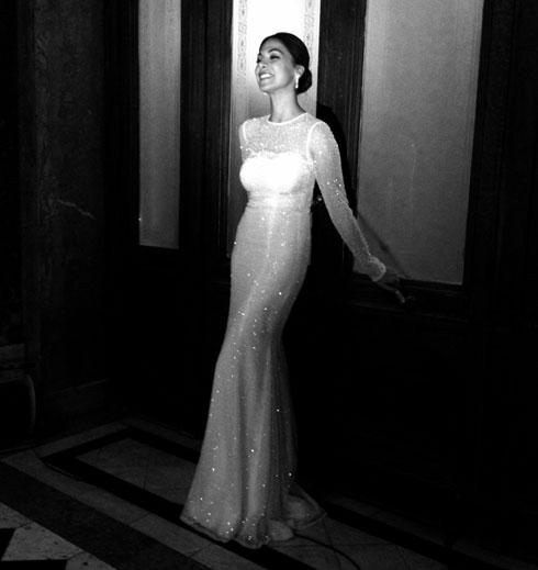 מורן אטיאס בשמלה של גליה להב (צילום: יניב אדרי)