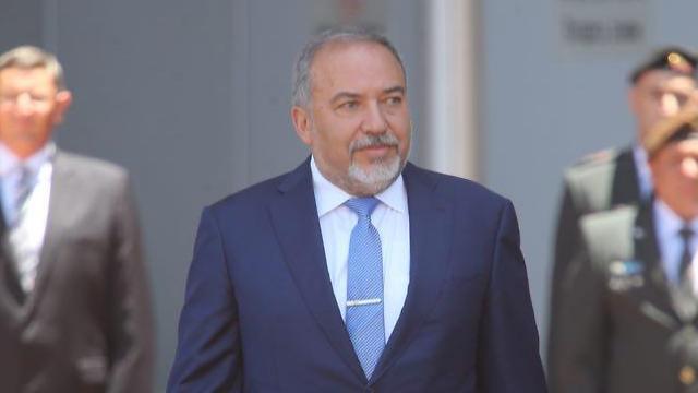 שר הביטחון ליברמן נכנס לתפקידו בקריה, תל אביב (צילום: מוטי קמחי) (צילום: מוטי קמחי)
