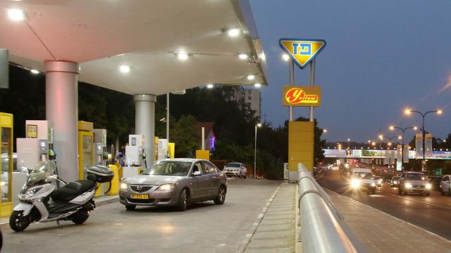 תחנת הדלק שתפונה ברמת גן. מטרים מבתי תושבים (צילום: אבי מועלם) (צילום: אבי מועלם)