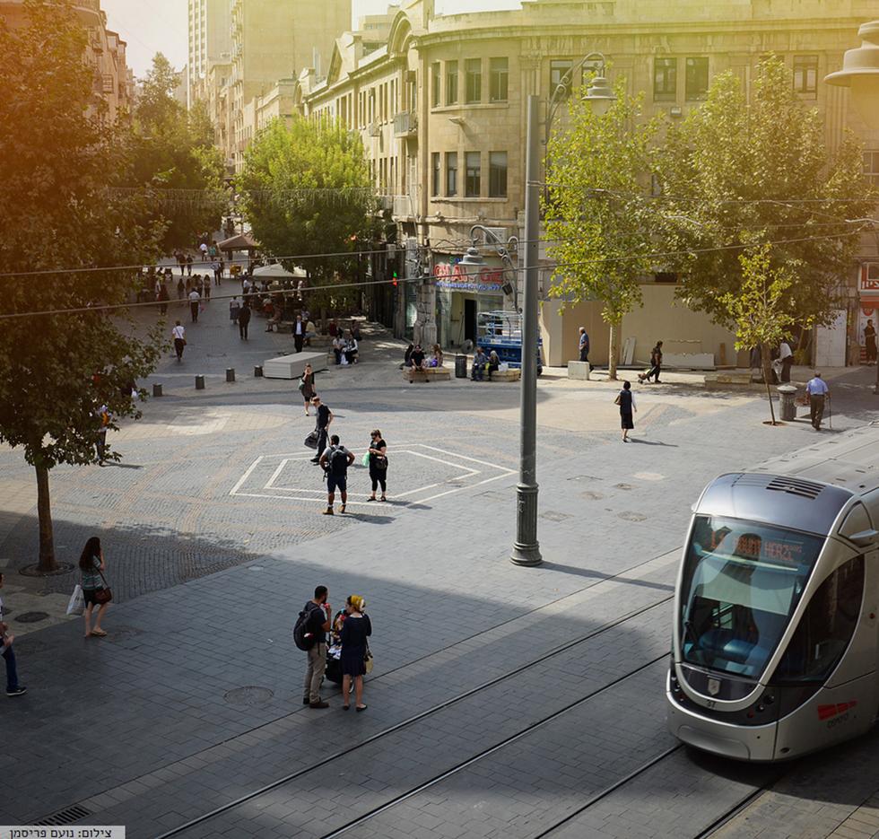 Трамвай на Сионской площади. Фото: Ноам Фрисман