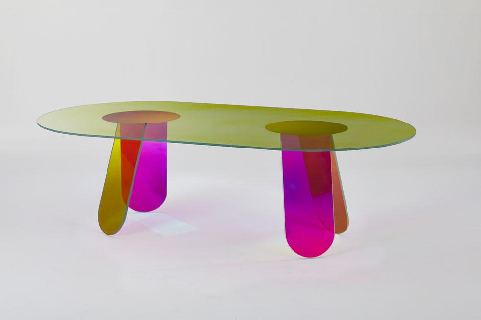 שולחן מקולקציה של פטריסיה אורקיולה לחברת הזכוכית Glas Italia (באדיבות שבוע העיצוב מילאנו)
