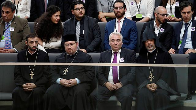 נציגי הכנסייה הארמנית בבית הנבחרים הגרמני (צילום: AP) (צילום: AP)