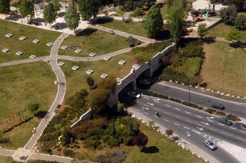 """הנתק בין הגן לעיר הוא תוצאה של החלטות תכנוניות (צילום: לע""""מ)"""