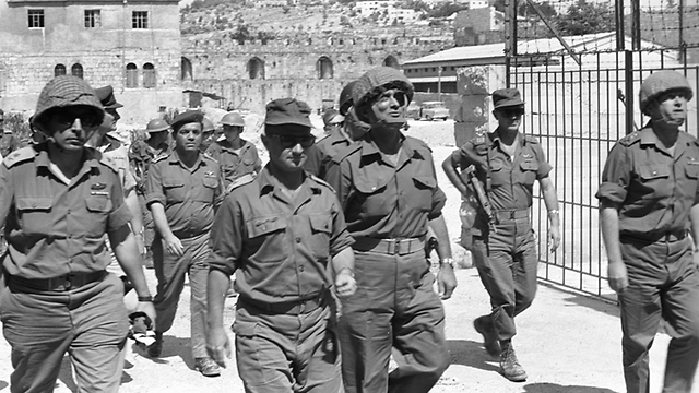 Following the Liberation of Jerusalem (Photo: IDF Archieves in the Ministry of Defense and Bamachane)