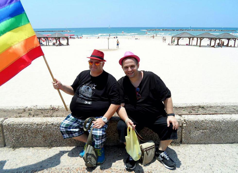 צביקה וכפיר. מהארון למצעד בתל אביב