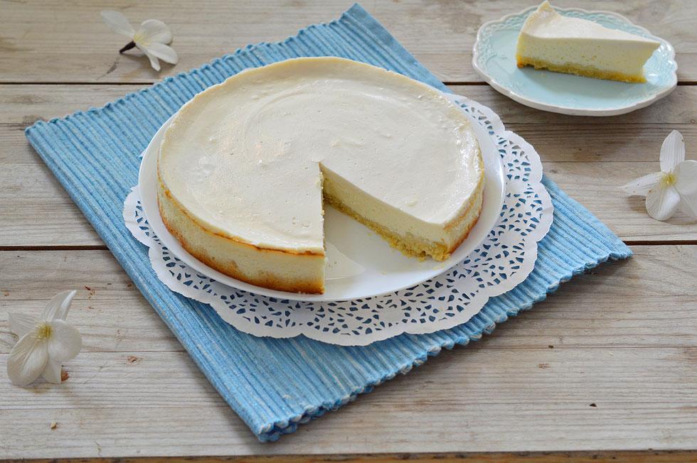 לא צריך מיקסר. עוגת גבינה אפויה קלה (צילום: אפרת סיאצ'י)