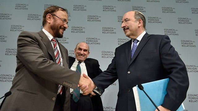 Dr. Anwar Eshki with Director-General of Israeli Foreign Ministry Dore Gold (Photo: Kaveh Sardari / Council on Foreign Relations)