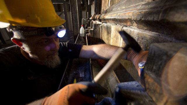 החפירות בכנסיית הקבר (צילום: AP) (צילום: AP)