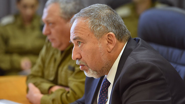 Defense Minister Lieberman (Photo: Ariel Harmoni, Defense Ministry)