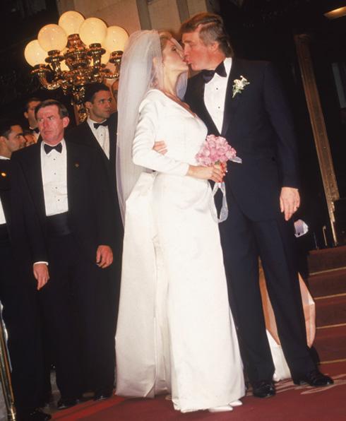 דוגמנית ומנחה שותפה בטקסים מיס יוניברס ומיס אמריקה. טראמפ בחתונה עם מרלה מייפלס (צילום: Gettyimages)