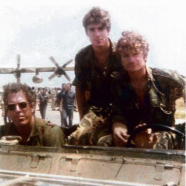 הלוחמים על הלנד רובר. מימין: גדי אילן, שלומי ריזמן ודני דגן
