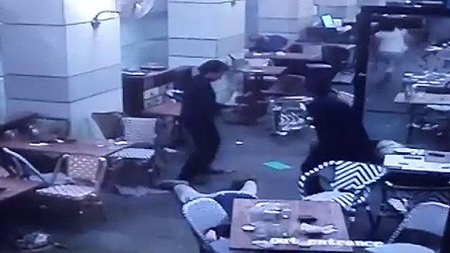 המחבלים במסעדה ()