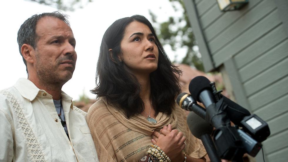 """גרושתו של מאטין עם ארוסה הנוכחי. """"הוא היה אלים, אבל לא הקצין דתית"""" (צילום: AP) (צילום: AP)"""