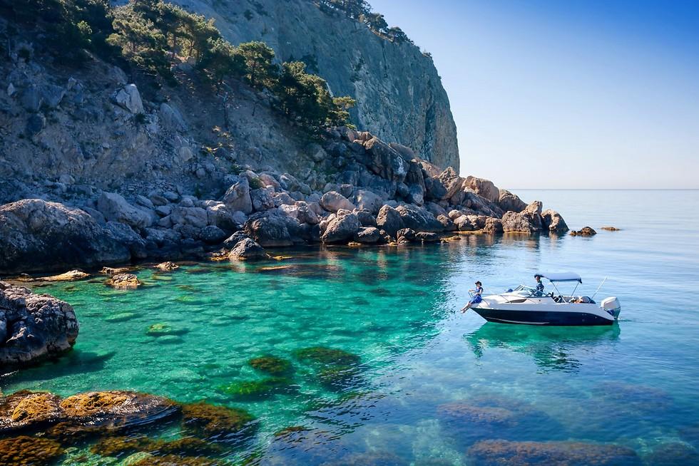 מפרצונים קטנים בכל מקום באי, בימי שמש טובים שווה לקפוץ למים עם שנורקל (צילום באדיבות קשרי תעופה) (צילום באדיבות קשרי תעופה)