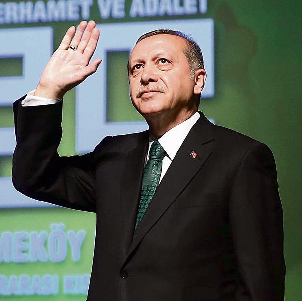 """ארדואן. """"עד לפני כמה שנים היו יחסים מדהימים בין טורקיה לישראל. קירוב בין העמים יותר חשוב מכדורסל, ואני יכול לעשות את זה   צילום: איי.פי"""