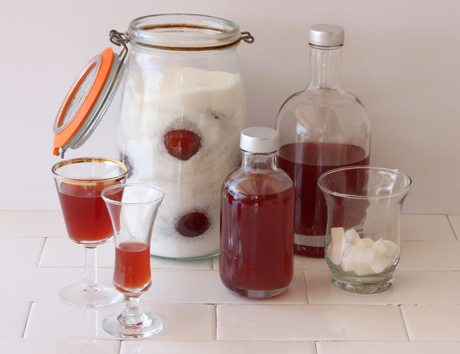 חשוב שהפירות יהיו מכוסים היטב בסוכר (צילום: אסנת לסטר)