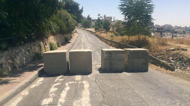 Street blockade in Jabel Mukaber (Photo: Israel Police spokesperson)