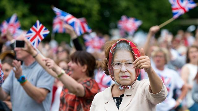 חוגגים רשמית יום הולדת 90 למלכה אליזבת בבריטניה (צילום: EPA)