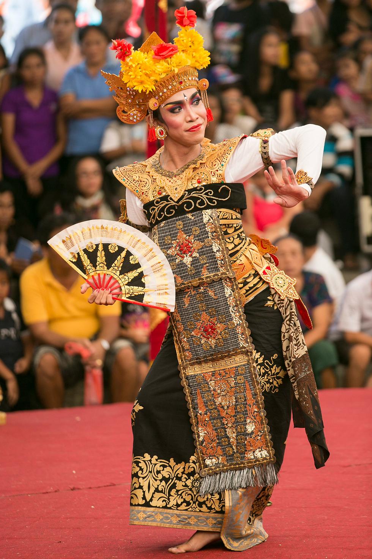 רקדנית בבאלי, אינדונזיה (צילום: EPA)