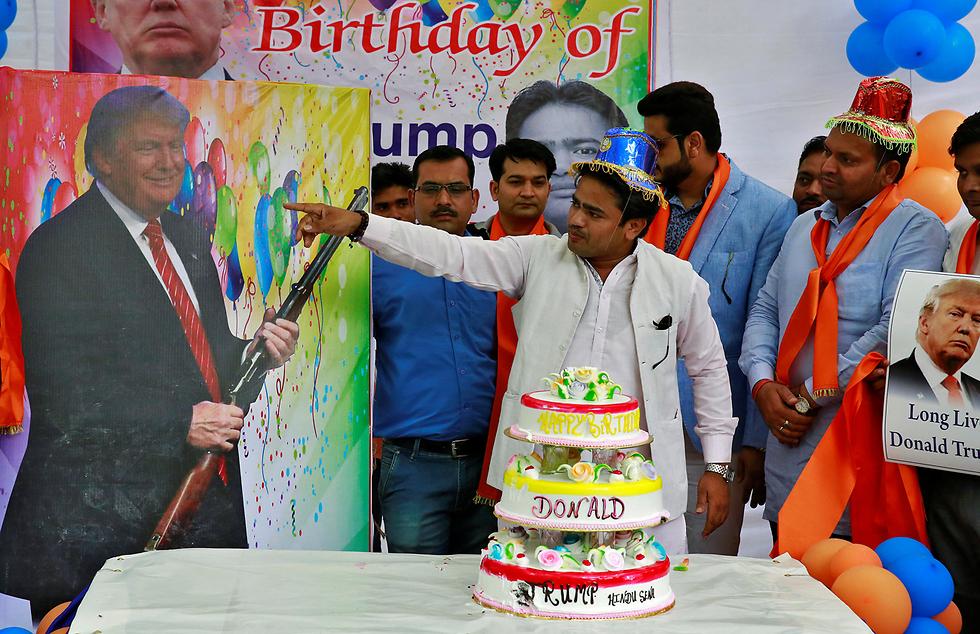 חוגגים יום הולדת לדונלד טראמפ דווקא בניו דלהי, הודו (צילום: רויטרס)