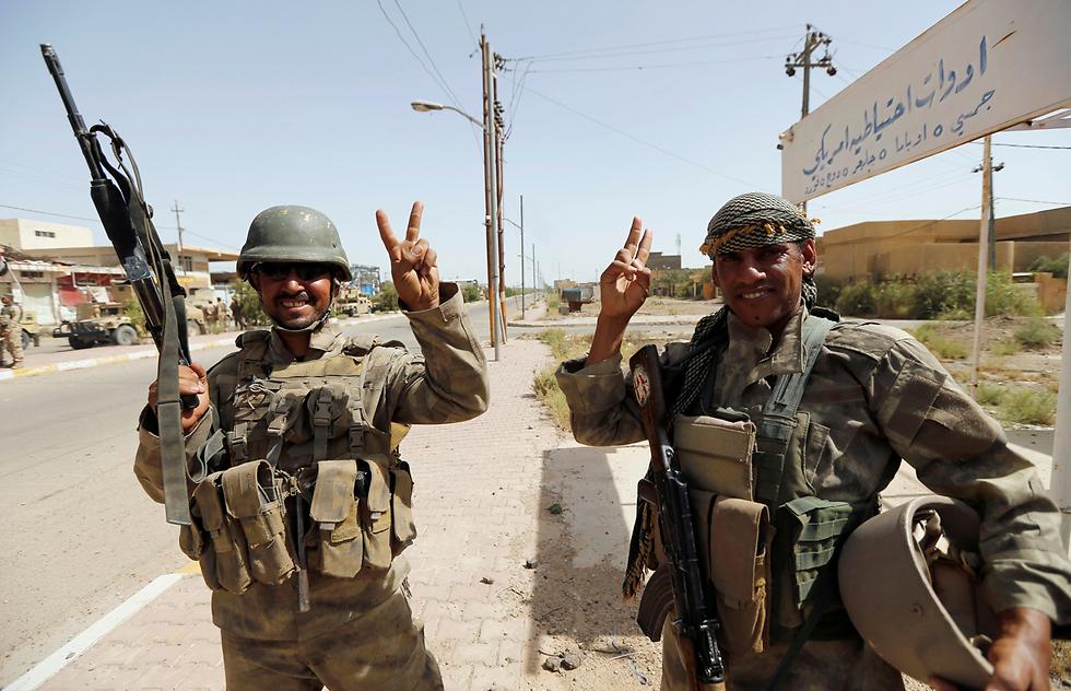 אל תיתנו לחיוכים להטעות אתכם, עיראק ממשיכה להתפרק מבפנים (צילום: רויטרס)
