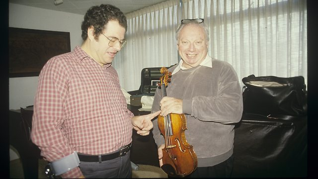 Perlman with Isaac Stern in 1986 (Photo: Shaul Golan)