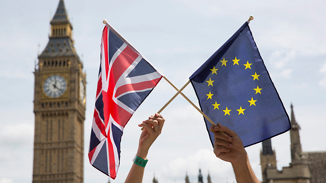 European Union and United Kingdom flags (Photo:EPA)