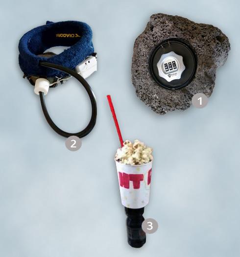 1. אבן כספת למפתח, של ליהי סנדלר ושני נהיר. 2. SWEAT ALERT - פס זיעה מתריע על איבוד נוזלים, של עידו דגן ורום אלגר. 2. HT POP, פופקורן ושתייה ביד אחת, של הילה שריג ותמר סלומון. (צילום: יוגב ברגר)