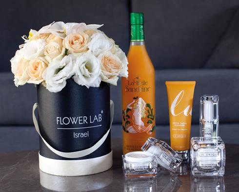 מוצרי אנטי-אייג׳ינג - LIV.UNIQUE; ליקר פסיפלורה: La Belle Sandrine; פרחים: Flower Lab (צילום:סם יצחקוב)