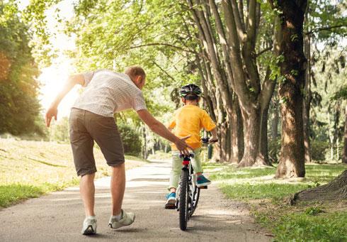 כשאבא לימד אותי לרכוב על אופניים (צילום: shutterstock)