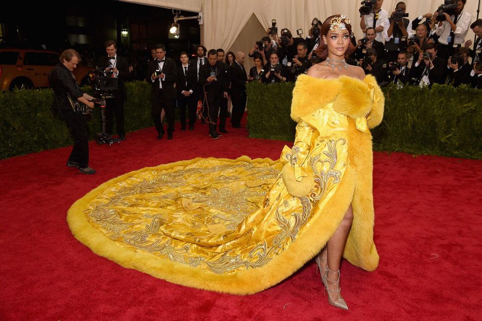 ההכנות למט גאלה 2015 עברו בהצלחה. ריהאנה מגיעה לשטיח האדום (צילום: gettyimages)
