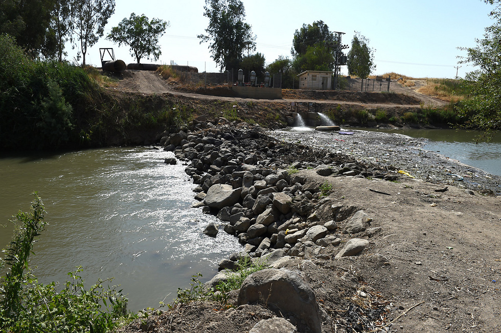 This dam was built without a pipe to allow water to flow underneath (Photo: Effi Shrir)