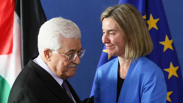 EU senior foreign policy chief Mogherini (R) said Jerusalem should be a capital for PA President Abbas as well (Photo: EPA)