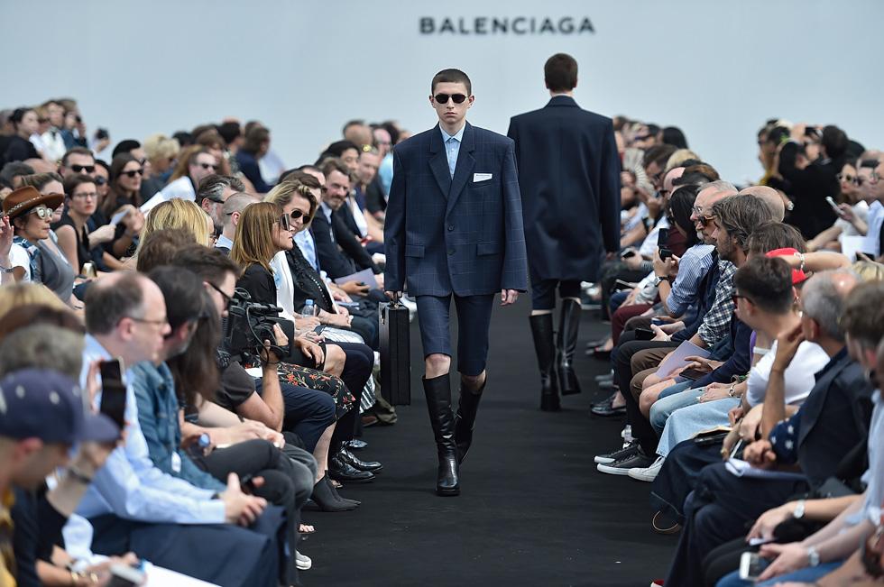 מדד הבאז הגבוה ביותר בשבועות האופנה לגברים. דמנה ווסאלייה לבלנסיאגה   (צילום: gettyimages)