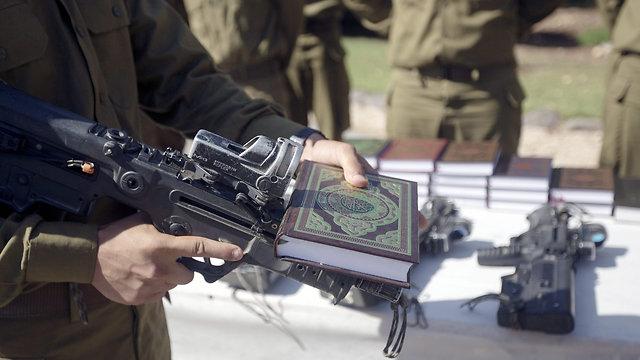 טקס השבעה של חיילים בדואים. ארכיון (צילום: EPA) (צילום: EPA)