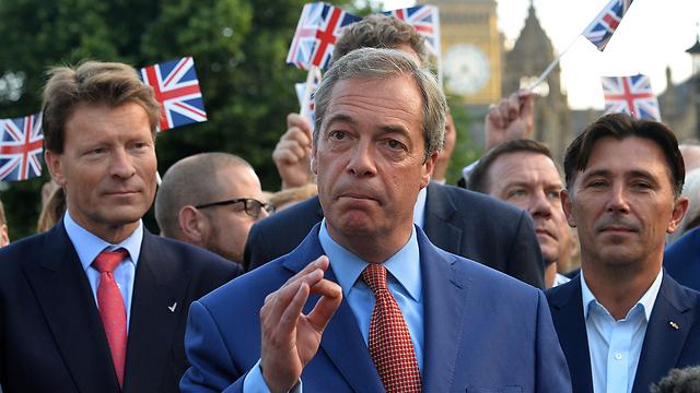 """ראש הממשלה פחד מהתחזקות המפלגה האירו-סקפטית ואנטי-מהגרים. נייג'ל פראג', מנהיג """"מפלגת העצמאות הבריטית"""" (UKIP) (צילום: AFP) (צילום: AFP)"""