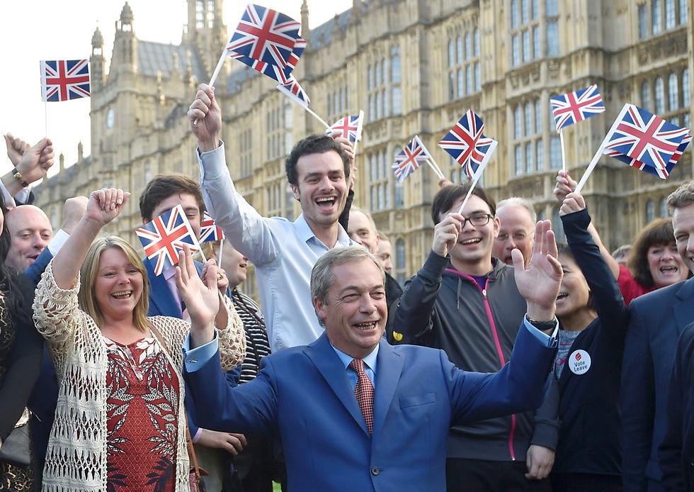 """בריטניה אמרה """"שלום"""". מנהיג מפלגת העצמאות הבריטית נייג'ל פראג', ממובילי קמפיין הפרישה (צילום: רויטרס) (צילום: רויטרס)"""