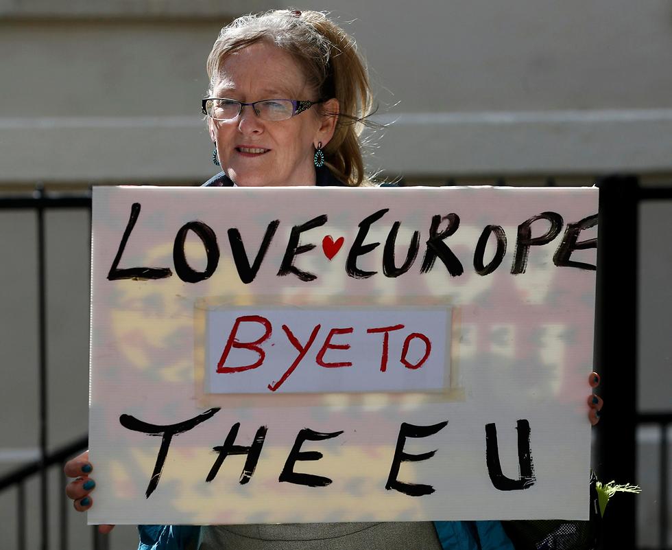 אוהבים את אירופה, שלום לאיחוד. אתמול בלונדון (צילום: רויטרס) (צילום: רויטרס)